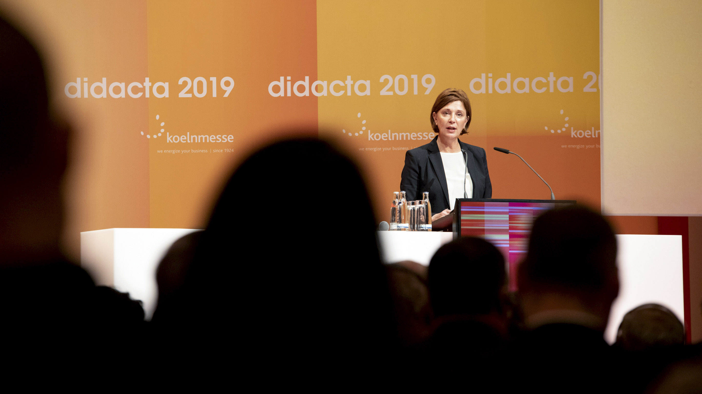 didacta 2019 / Eröffnung. Konrad-Adenauer-Saal. Didacta-Talk. Eröffnungsansprache von Yvonne Gebauer (NRW Ministerin für Schule und Bildung).