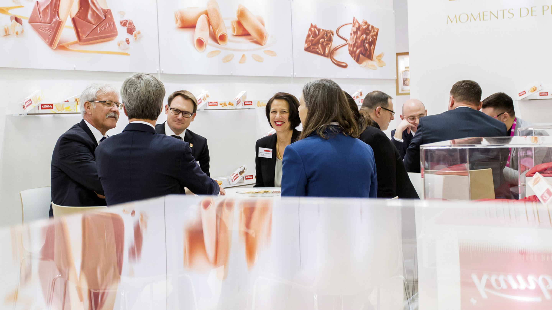 ISM 2018 / Messereundgang mit der Schweizer Botschafterin in Deutschland, Frau Christina Schraner Burgener. Stand: Kambly, Halle 10.2